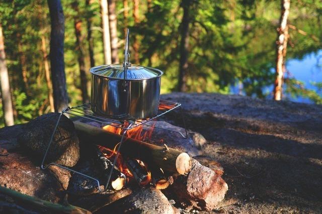 campfire-stock-outdoor-pot-fireplace-camp